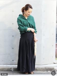 黒・ブラックのマキシ丈スカートの30代女性向けコーディネートに関する参考画像