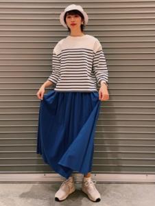 30代女性向け青・ブルーのマキシ丈スカートに関する参考画像