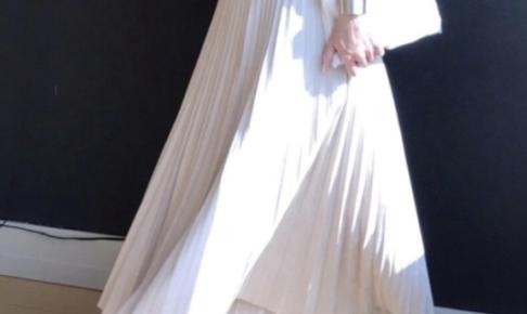 白・ホワイトのマキシスカートのコーディネートに関する参考画像