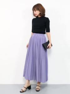 紫・パープルのマキシ丈スカートの30代女性向けコーディネートに関する参考画像