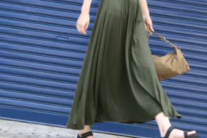 カーキの30代女性向けマキシ丈スカートに関する参考画像