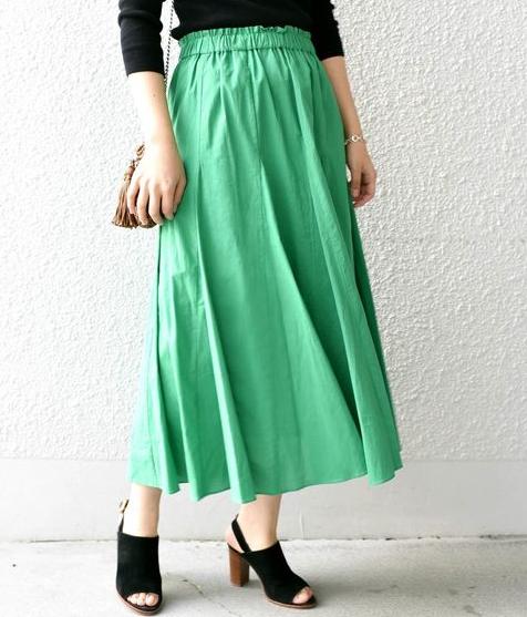 緑・グリーンのマキシ丈スカートのコーディネートに関する参考画像