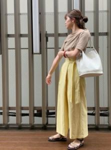 リネンパンツの30代女性向けコーディネートに関する参考画像