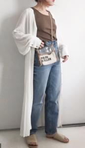 白・ホワイトのマキシ丈ワンピースの30代女性向けコーディネートに関する参考画像