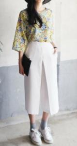 白・ホワイトのガウチョパンツの30代女性向けコーディネートに関する参考画像