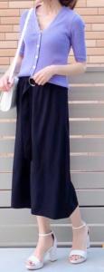 黒・ブラックのガウチョパンツの30代女性向けコーディネートに関する参考画像