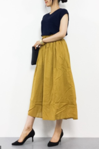 黄・イエローのガウチョパンツの30代女性向けコーディネートに関する参考画像