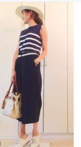 ネイビーのガウチョパンツの30代女性向けコーディネートに関する参考画像
