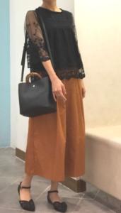 茶・ブラウンのガウチョパンツの30代女性向けコーディネートに関する参考画像