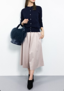 ピンクのガウチョパンツの30代女性向けコーディネートに関する参考画像