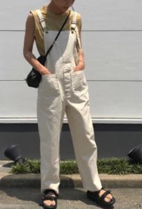 コンフォートサンダルの30代女性向けコーディネートに関する参考画像