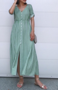 緑・グリーンのマキシ丈ワンピースの30代女性向けコーディネートに関する参考画像