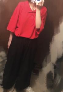 赤のポロシャツコーデに関する参考画像