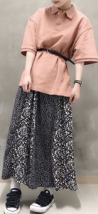 ピンクのポロシャツコーデに関する参考画像