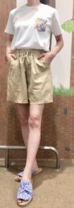 レディースショートパンツとぺたんこサンダルのコーデに関する参考画像