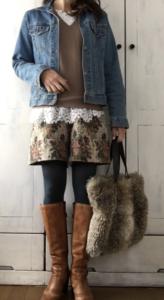 ショートパンツとブーツのコーデに関する参考画像