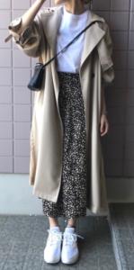 ベージュのスプリングコートの30代女性向けコーディネートに関する参考画像
