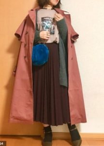 茶・ブラウンのスプリングコートの30代女性向けコーディネートに関する参考画像