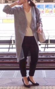 グレーの30代女性向けスプリングコートに関する参考画像