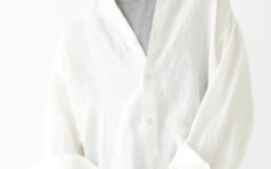 リネンシャツのコーデに関する参考画像