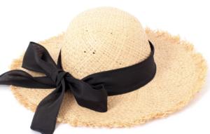麦わら帽子のコーデに関する参考画像