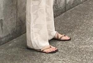 ぺたんこサンダルのコーデに関する参考画像