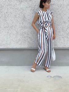 【2020年夏】レディースフラットサンダルの人気色別コーデや組み合わせ!トレンドや30代女性向けの合わせ方!