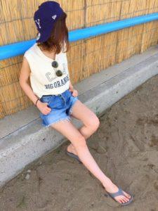 【2020年夏】レディースビーチサンダルの人気色別コーデの参考画像