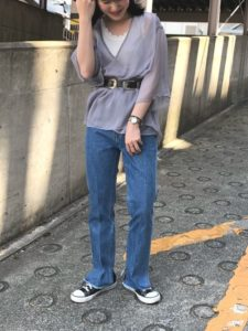 【2020年夏】レディース半袖ブラウスの人気色別コーデの参考画像
