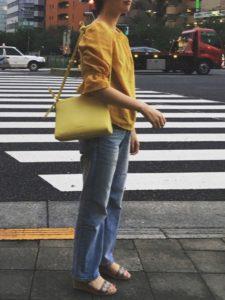 【2020年夏】レディースリネンブラウスの人気色別コーデの参考画像