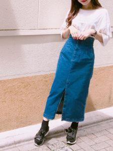 2020夏向けスニーカーサンダルの青・ブルーコーデに関する参考画像