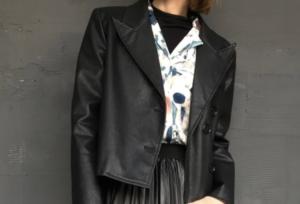 レザージャケットのコーデに関する参考画像