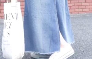 デニムスカートのコーデに関する参考画像