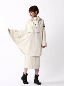 【2020年秋】レインポンチョ30代レディース向け色別流行コーデの参考画像