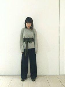 【2020年秋】カシミアニットの30代レディース向け色別流行コーデの参考画像