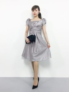 【2020年秋】フォーマルワンピースの30代レディース向け色別流行コーデの参考画像