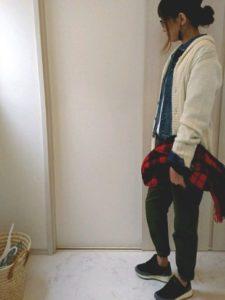 【2020年秋】カウチンセーターの30代レディース向け色別流行コーデの参考画像