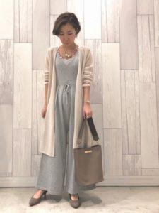 【2020年冬】カシミアカーディガンの30代レディース向け色別流行コーデの参考画像