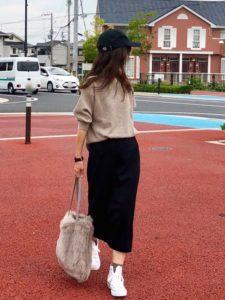 【2020年秋】ファーバッグ30代レディース向け色別流行コーデの参考画像