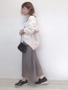 【2020年秋】プリーツスカートの30代レディース向け色別流行コーデの参考画像