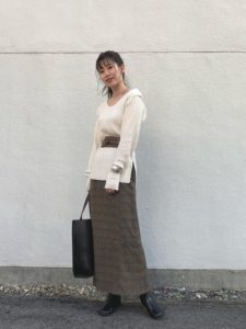 【2020年秋】レザートートバッグの30代レディース向け流行コーデの参考画像