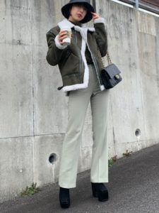 【2020年秋】ムートンジャケットの30代レディース向け色別流行コーデの参考画像