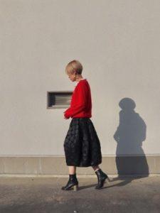 【2020年秋】ニットセーターの30代レディース向け色別流行コーデの参考画像