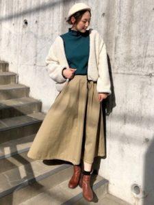 【2020年冬】タートルニットの30代レディース向け色別流行コーデの参考画像