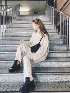 【2020年冬】ニットセットアップの30代レディース向け色別流行コーデの参考画像