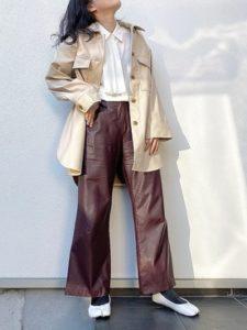 【2020年冬】レザーパンツの30代レディース向け流行トレンドコーデの参考画像