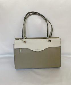 行列の女神で鈴木京香が持っているバッグのブランド参考画像