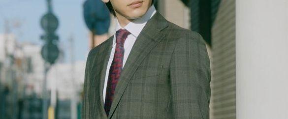 美食探偵で中村倫也が着用しているスーツブランドの参考画像