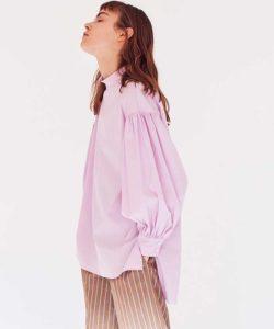美食探偵で小芝風花さんが着用しているブラウスブランドの参考画像