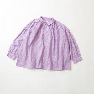 美食探偵で小芝風花さんが着用しているブラウスブラウンの参考画像